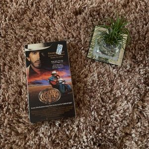 🎬 Pure Country VHS!